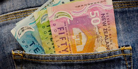e New Zealand dollar fell today along with the Aussie. Photo /  Kenny Rodger NZ