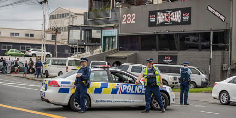 lice at the scene of a raid at the Head Hunters Motorcycle Club clubrooms on Monday morning. Photo/NZ Herald